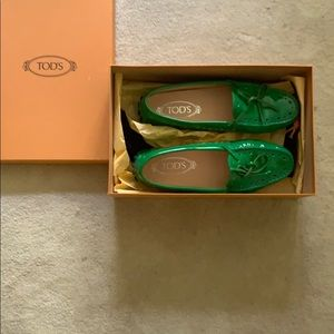 Tod's beautiful fresh green driver loafers